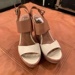 Dolce Vita two-tones wedge sandal